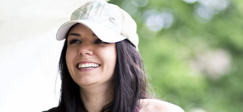 glad ung kvinde